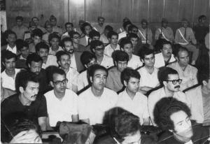 Procès de militants à Casablanca en 1973. On voit A. Laabi 3eme rangée, 3eme en partant de la gauche. Photo http://www.laabi.net/