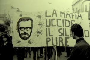 """""""La mafia tue, le silene aussi"""", funérailles de Peppino"""